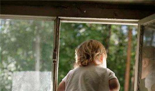 5-летний малыш из Ижевска вышел из окна «инфекционки», чтобы увидеть маму
