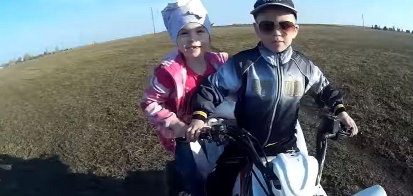 Маленьких ижевчан, которые сняли пародию на песню «Тает лед», пригласили на передачу «Пусть говорят»