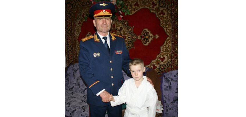 Главный следователь Удмуртии Владимир Никешкин навестил мальчика, которого удалось спасти от гибели 6 лет назад