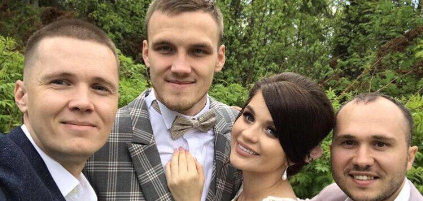 Воспитанник футбольного клуба «Зенит-Ижевск» Никита Медведев женился