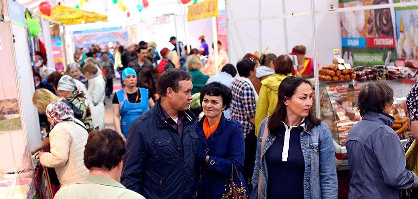 Эксклюзивная одежда, якутские деликатесы, осетинские десерты: в Ижевске открылась Летняя ярмарка