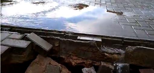 На Центральной площади в Ижевске образовалась яма