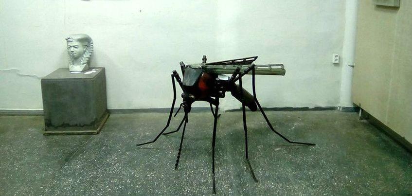 Ижевский скульптор создала из металлолома скульптуру комара