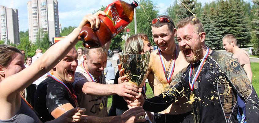 15 фото с «Гонки победителей» в Ижевске: рекордное количество участников, грязь и холодная вода