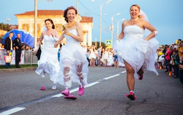 Ижевчанки на марафоне невест массово теряли обувь