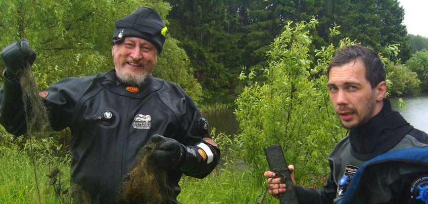 В Ижевске водолазы-волонтеры очистили дно Молдаванского пруда от мусора
