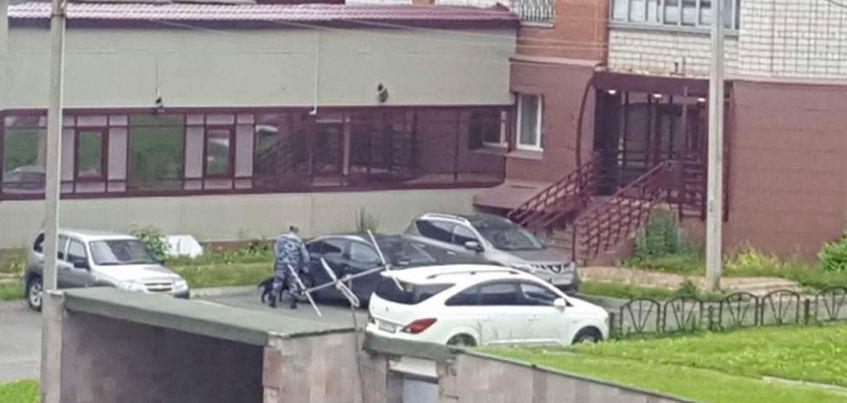 В Ижевске неизвестный сообщил о бомбе под автомобилем