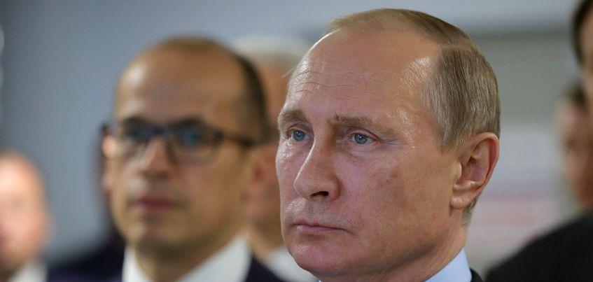 Сотрудники ижевского завода «Купол» подарили Владимиру Путину макет боевой машины ЗРК-ТОР