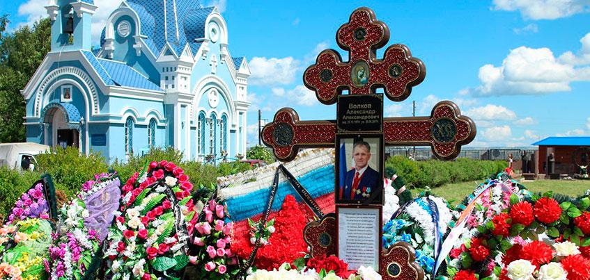 Не зарастет народная тропа: жители Ижевска почтили память Александра Волкова в 40-й день