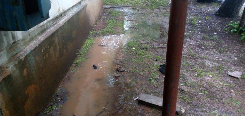 В Ижевске из-за порыва на сетях ХВС затопило подъезд и подвал жилого дом