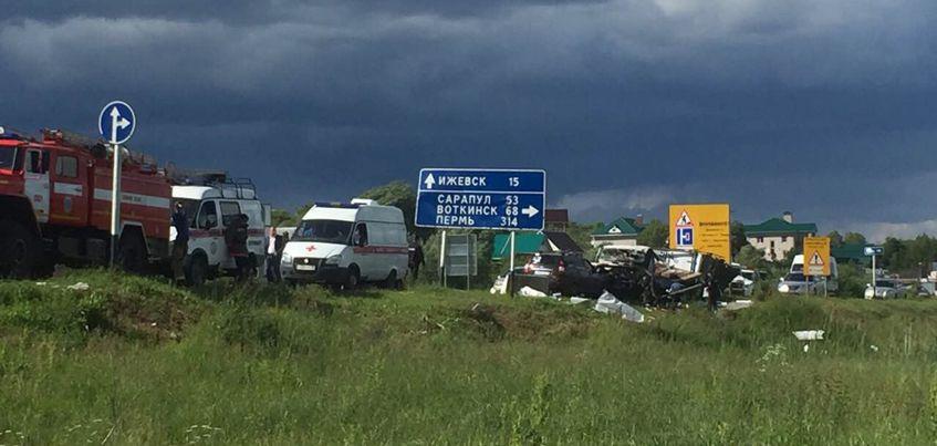 Авария на Можгинском тракте Удмуртии могла произойти, потому что уснул один из водителей