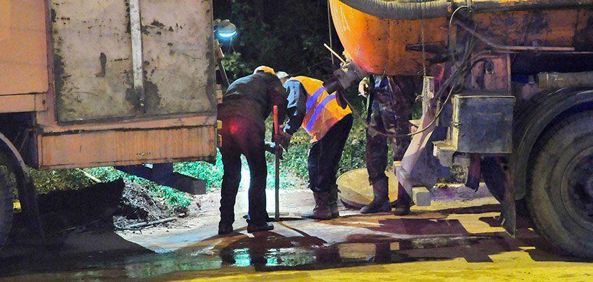 Дорожники прочистили систему водоотведения в Ижевске