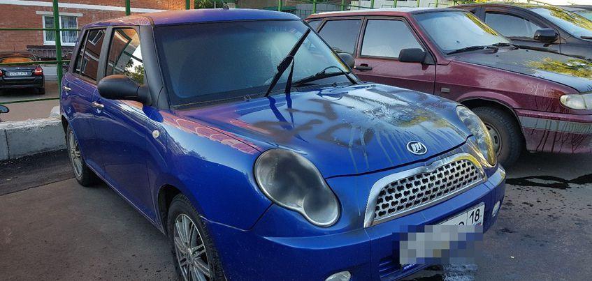 В Ижевске неизвестные разрисовали и облили краской 10 авто