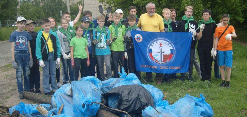В Ижевске школьники и дайверы очистили от мусора Александровский пруд