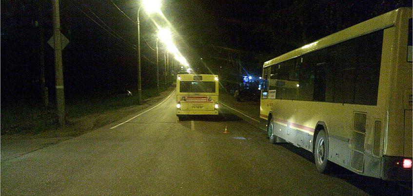 Очевидцы: девушка, которую сбил автобус на улице Шабердинский тракт в Ижевске, переходила дорогу не спеша