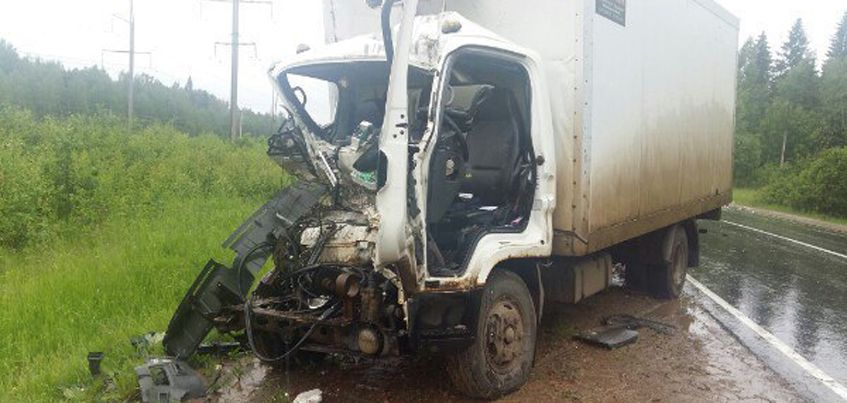 В Удмуртии при столкновении двух грузовиков погиб мужчина