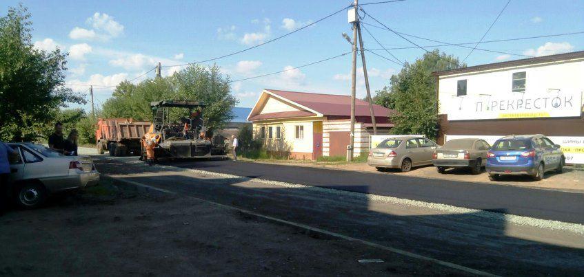 Фотофакт: В Ижевске начали укладывать асфальт на Партизанской