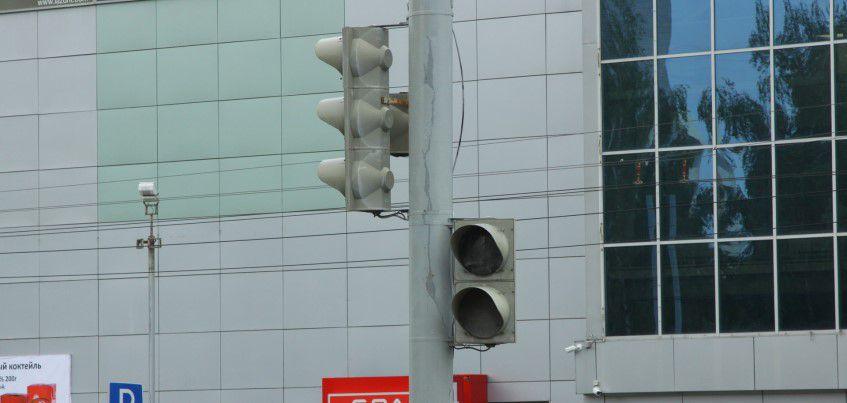 Власти Ижевска закупают оборудование, чтобы отремонтировать светофор у ТЦ «Эльгрин»