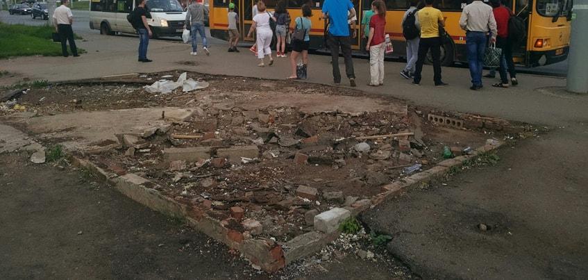 Фотофакт: В Ижевске снесли остановку на улице Чехова