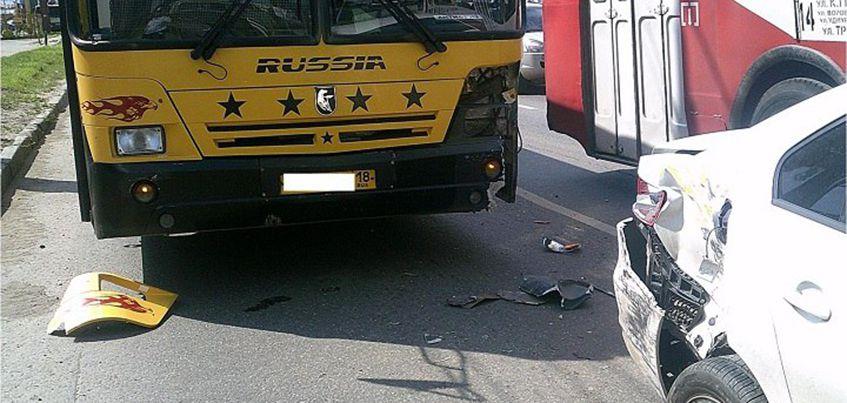 В ДТП с автобусом в Ижевске пострадал годовалый ребенок