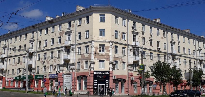 На ремонт фасада одного дома с лепниной в центре Ижевска потребуется 2 миллиона рублей