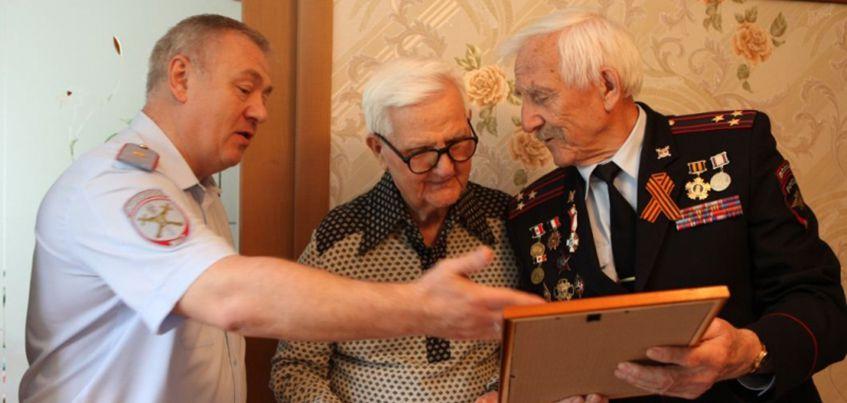 Настоящий герой: ветерану войны из Ижевска, много лет проработавшему участковым, исполнилось 100 лет