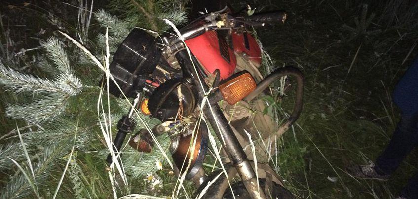 Подростки 14 и 17 лет перевернулись на мотоцикле в Камбарском районе Удмуртии