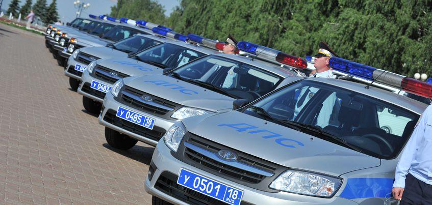 В Удмуртии сотрудникам полиции вручили ключи от 48 новых автомобилей