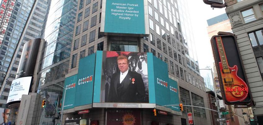 В Нью-Йорке на Тайм-сквер появились билборды с художником из Удмуртии