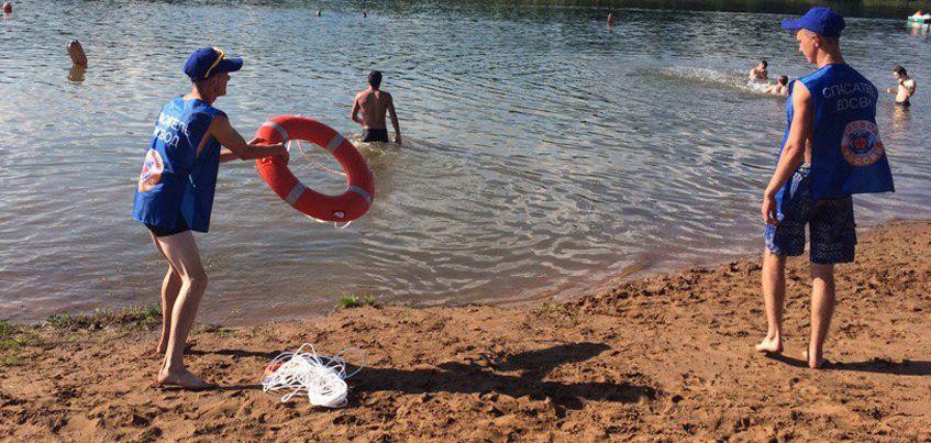 В Удмуртии спасатели-добровольцы вытащили из воды пьяную девушку, которая начала тонуть