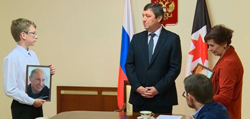 Двое жителей Ижевска получили фотографии Президента России с его автографом