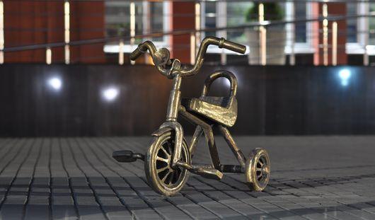 Скульптуру трехколесного велосипеда установили в Ижевске