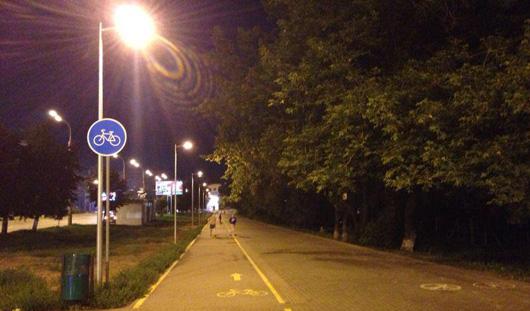 В Ижевске на велодорожках и тротуарах по улице Кирова сделали освещение