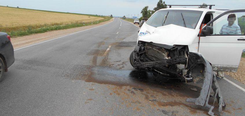 В Удмуртии после столкновения с микроавтобусом погибла 26-летняя девушка