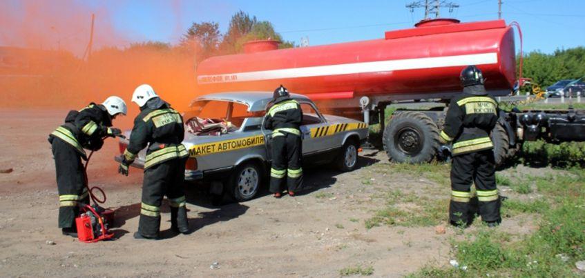 Действия при столкновении легковушки и цистерны с аммиаком отработали в МЧС Удмуртии