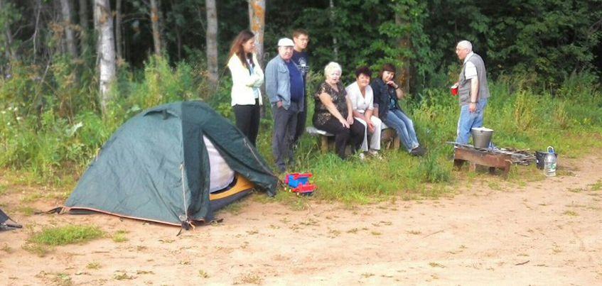 Дольщики ЖК «Родниковый край» в Хохряках разбили палаточный лагерь возле недостроенных домов