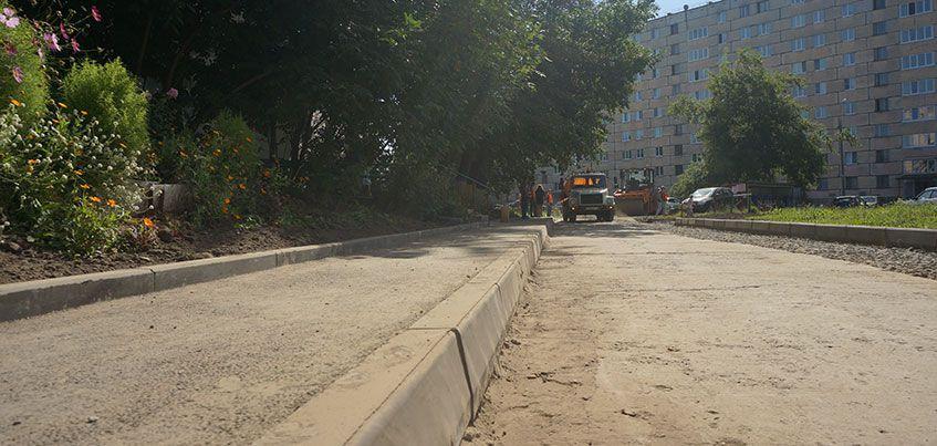 Олег Гарин проверил работы по благоустройству дворов в Ижевске