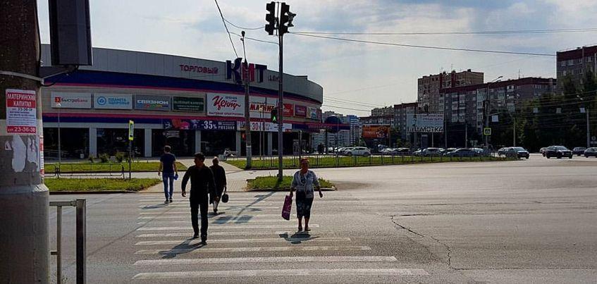 Фотофакт: В Ижевске начали работать пешеходные переходы у ТЦ «КИТ»