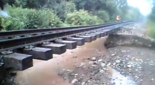 В Удмуртии 5 июля из-за ливня размыло участок железнодорожных путей