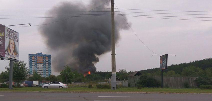 В Ижевске на улице 10 лет Октября загорелся садовый дом