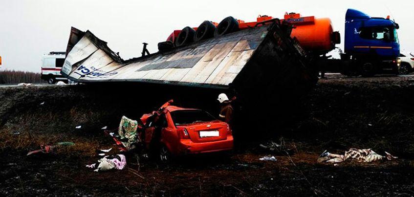Три года колонии-поселения получил водитель грузовика, по чьей вине погибли молодожены из Удмуртии