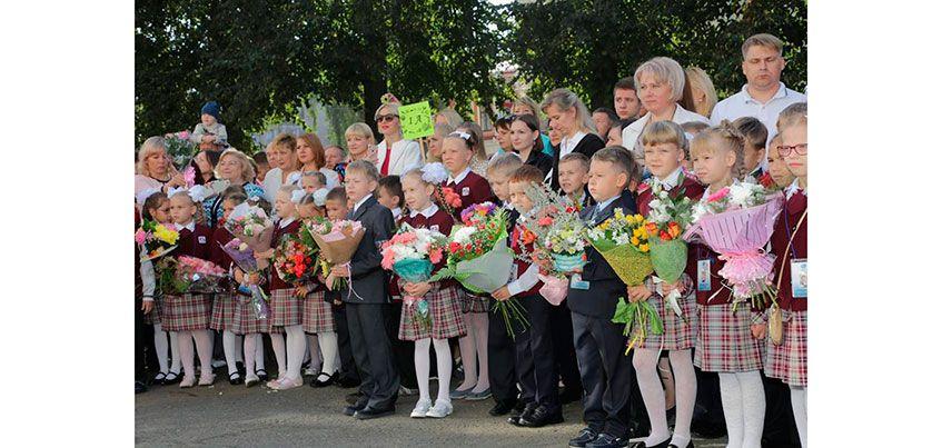 Торжественные линейки, посвященные Дню знаний, прошли во всех школах Ижевска