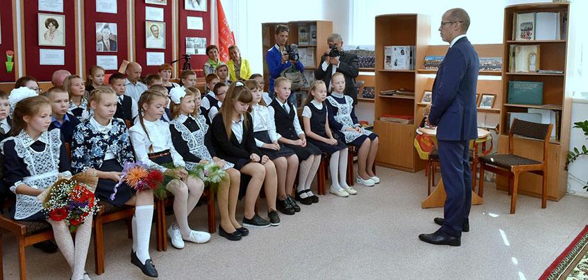 Александр Бречалов провел урок мужества в одной из школ Удмуртии