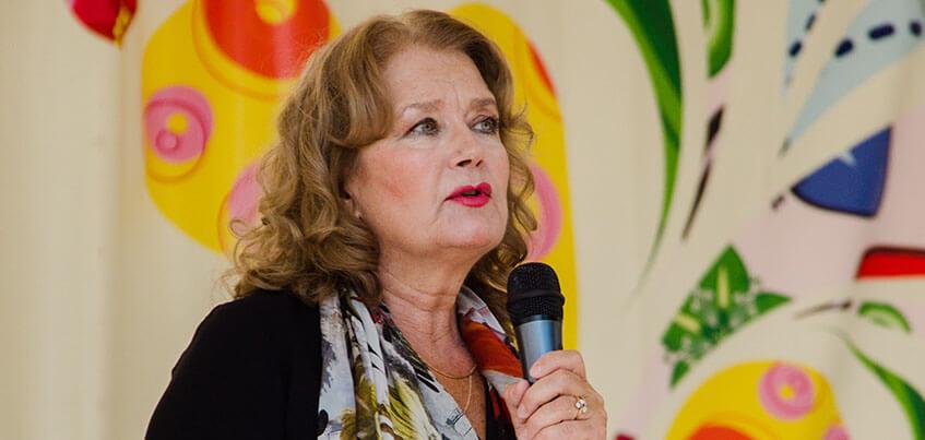 Актриса Ирина Алферова поговорила с ижевчанами о воспитании детей