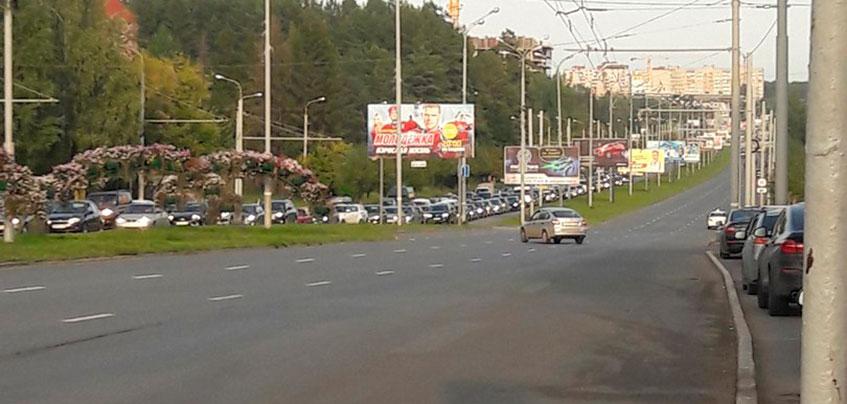 Фотофакт: пробка образовалась на улице 10 лет Октября в Ижевске