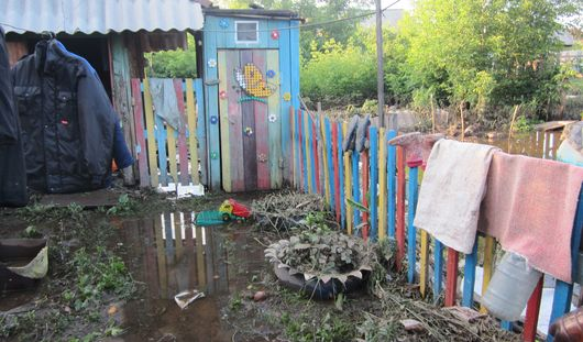 Жители района «болота» в Ижевске: после потопа погиб урожай, а в домах стоит вода