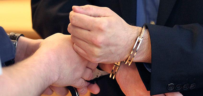 Экс-главу Администрации Воткинского района Удмуртии задержали за превышение должностных полномочий