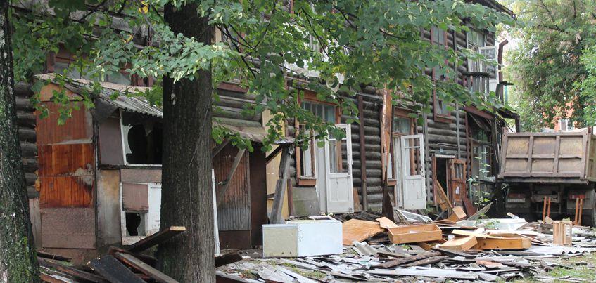 Расселение из аварийного жилья: в Ижевске снесли последний барак на улице Гольянский поселок