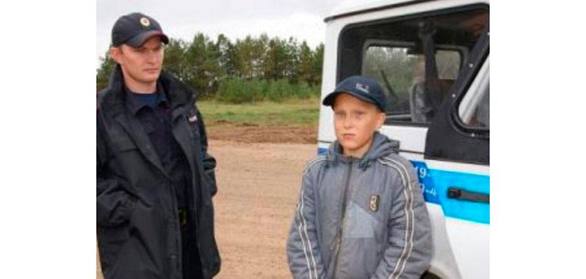 Пропавший в лесу Удмуртии 12-летний мальчик ночевал в стоге сена