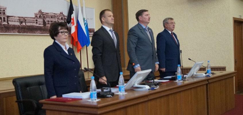 На сессии Городской думы Ижевска депутаты внесли изменения в муниципальный бюджет на 2017 год